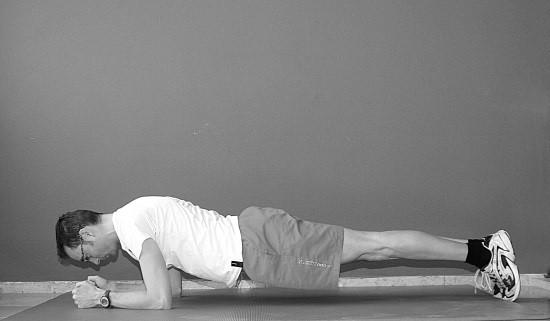 oefening 5 op buik liggend plank