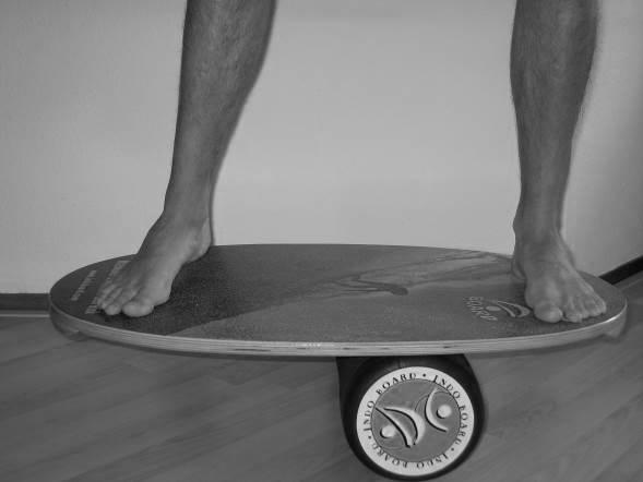 oefening 12 zijwaartse balansoefening met board en rol