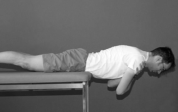 oefening 8 strekken van rug in buikligging